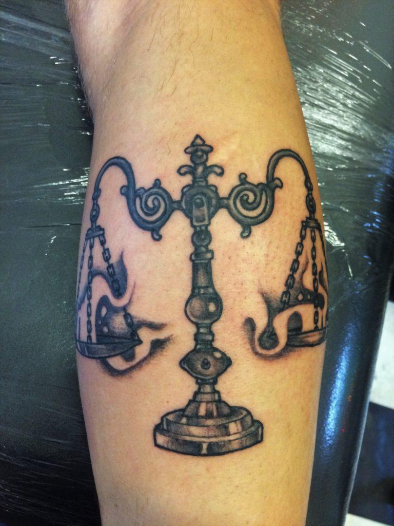 zilveren kandelaar tattoo, black and grey.